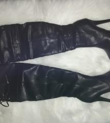 Novi visoki črni škornji
