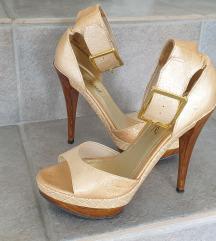 Zlati sandali s petko
