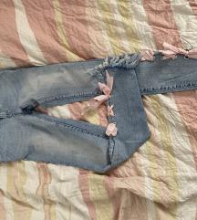 hlače s pentljo