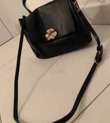 Črna torbica Stradivarius