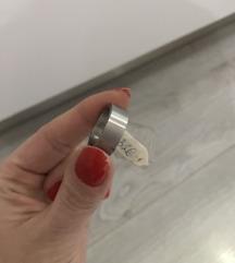 Nov prstan