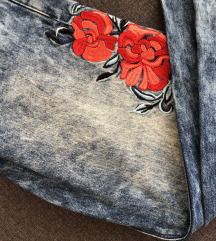 Hlače z vrtnicami