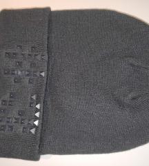 Nova topla kapa Adidas z etiketo