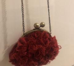 Rdeča torbica vrtnica