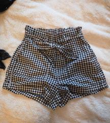 Karo kratke hlače