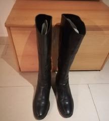 Črni usnjeni škornji