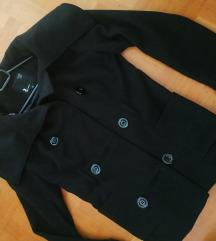 Črn plašč z večjim ovratnikom - ppt. že vključen