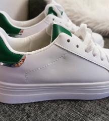 Superge bele z zeleno