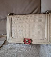 Umazano bela torbica