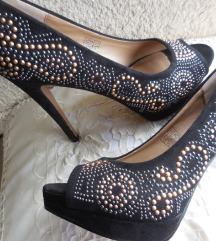 Novi svetleči čevlji - visoke petke