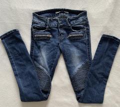 Temne jeans hlače