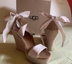 Ugg sandali s polno peto