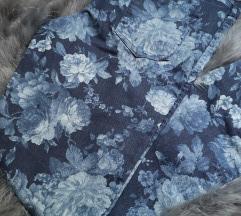 Modre kavbojke z rožami