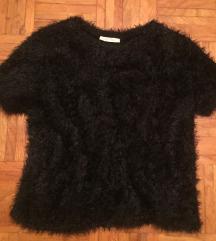Zara črna fluffy majica L/40