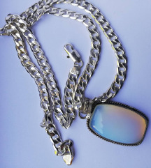 Srebrna ogrlica z obeskom mesečev kamen