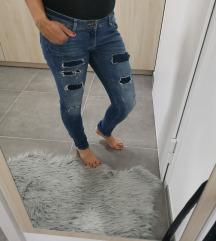 Jeana hlače različnih modelov
