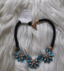 Ogrlica z modrimi detajli