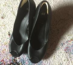 NOVI Črni čevlji s polno peto