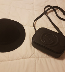 Črn volnen klobuk