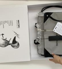 Original nov Karl Lagerfeld nahrbtnik v škatli