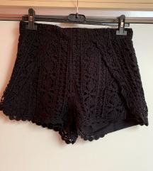 Črne čipkaste kratke hlače; kot NOVE