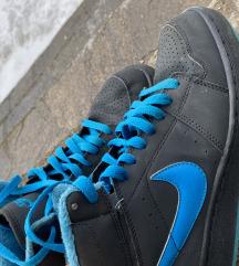 Nike podložene superge
