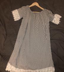 oblekica s črtami