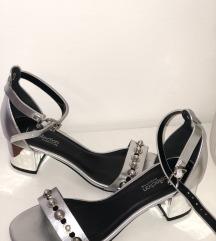 Srebrni sandali z nižjo peto