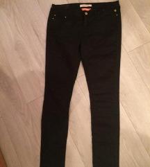 Bershka črne hlače 36 s PTT