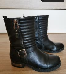 Črni škornji št. 33