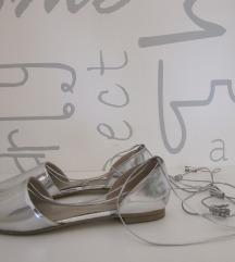 Elegantne srebrne balerinke, za zavezat