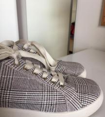 Karirasti čevlji