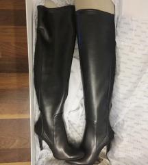 Novi nenošeni guess škornji čez koleno