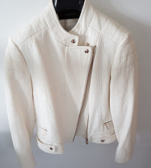 Nova bela jakna Zara