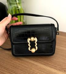 Zara manjša črna torbica