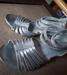 Srebrni poletni sandali
