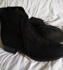 Črni škornji/čevlji (cena je s ptt)