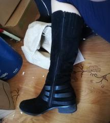 Škornji kot novi ptt v ceni