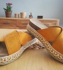 Sandali s perlicami / 37 novi