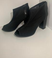Črni sandali z peto