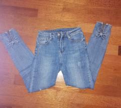 Jeans s pentljicami