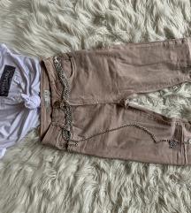Majica in roza hlače