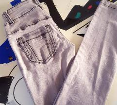 Sive jeans hlače, kavbojke