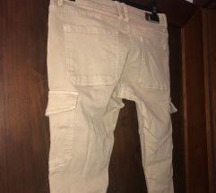 Nove hlače peščene barve