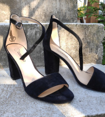Črni sandali z visoko peto
