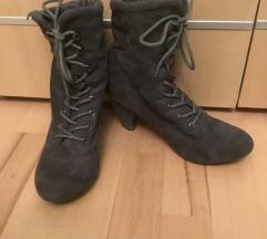 Sivi škornji