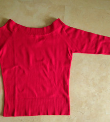 Živahna rdeča majica