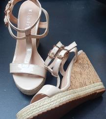 Poletni čevlji s peto