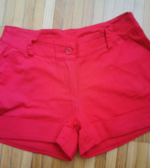 Rdeče kratke hlače