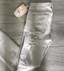 Nove hlače z etiketo